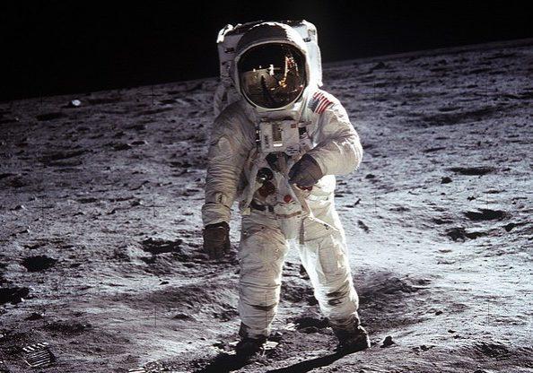 moon-landing-60582_640-e1440099679343